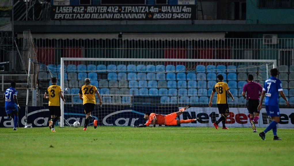 Η ΑΕΚ πέρασε με 1-0 από τα Γιάννενα και πλησίασε στην κορυφή