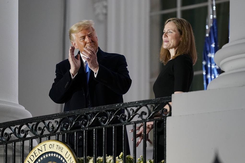 Πανηγυρίζει ο Τραμπ τον διορισμό της Έιμι Κόνι Μπάρετ στο Ανώτατο Δικαστήριο των ΗΠΑ