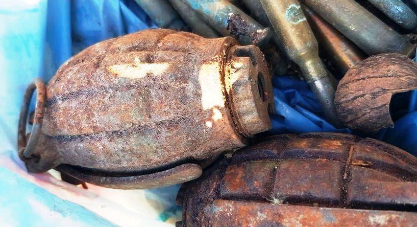 Πτολεμαΐδα: Χειροβομβίδες και σφαίρες σε μάντρα ανακυκλώσιμων υλικών
