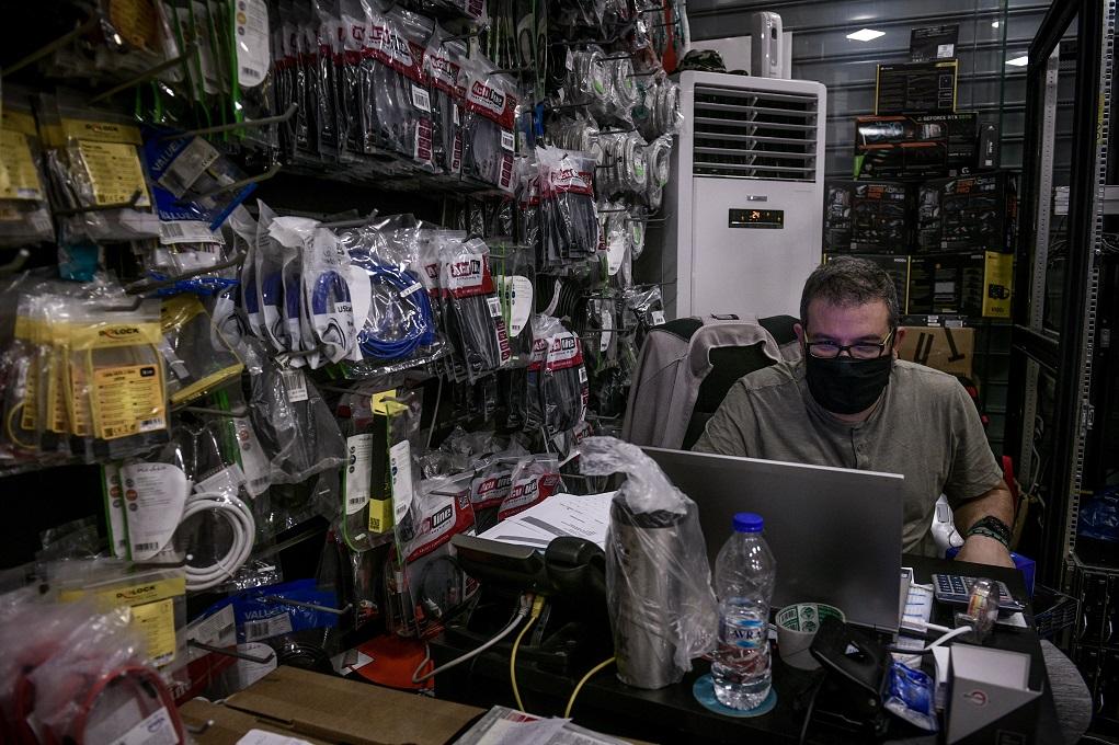 Στα ύψη οι ηλεκτρονικές παραγγελίες λόγω Black Friday και lockdown