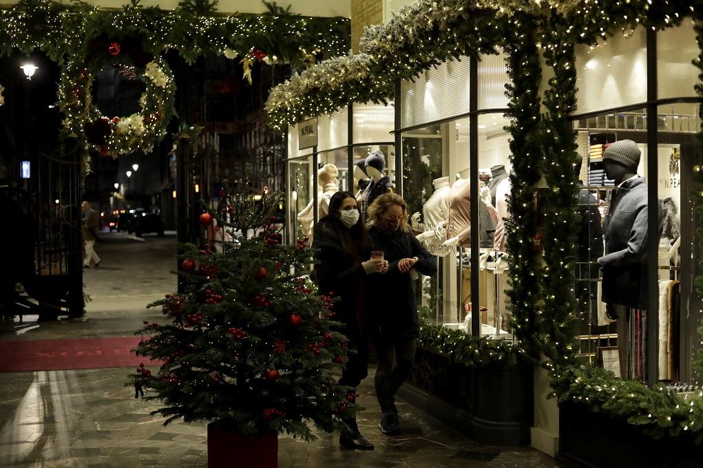 Υπό αυστηρά μέτρα προστασίας οι γιορτές στην Ευρώπη (video)