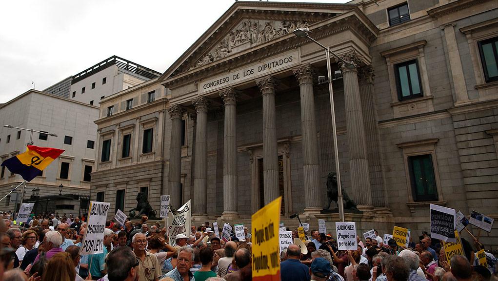 Ισπανία: Η νομιμοποίηση παράνομων μεταναστών κλειδί για τη σωτηρία των συντάξεων