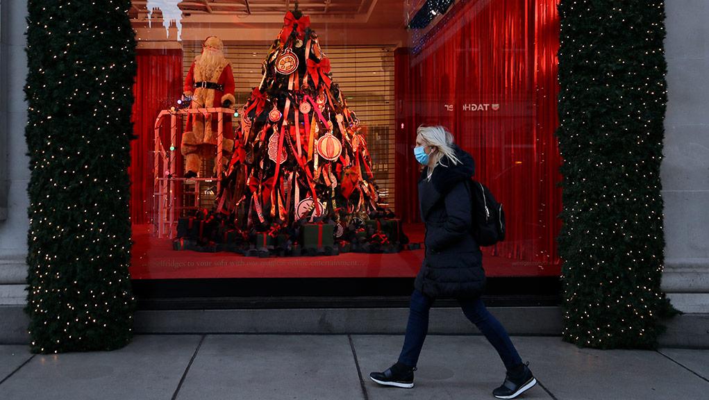Η Ευρώπη προετοιμάζεται για τα πρώτα COVID-19 Χριστούγεννά της