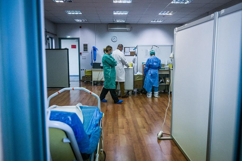 Κορονοϊός: 1.747 νέακρούσματα,121θάνατοι – 606διασωληνωμένοι