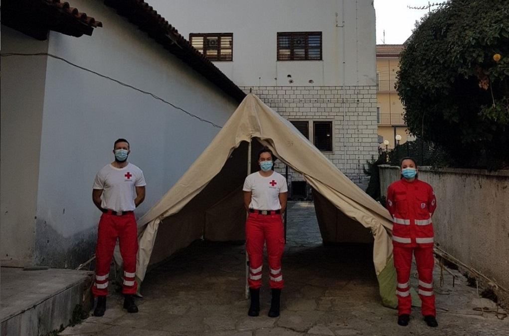 Ιωάννινα: Σκηνή από τον Ερυθρό Σταυρό στο Κ.Υ. για προστασία των ελεγχόμενων για Covid-19