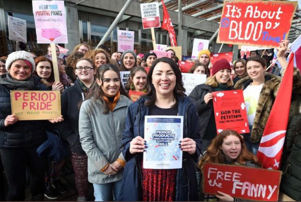 Η Σκωτία γίνεται η πρώτη χώρα που παρέχει δωρεάν προϊόντα περιόδου σε όλες τις γυναίκες