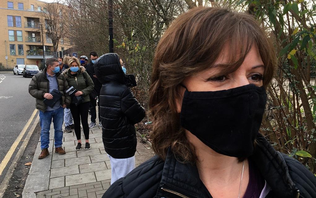 Πάνω από 2,2 εκατ. κρούσματα του νέου κορονοϊού στη Βρετανία