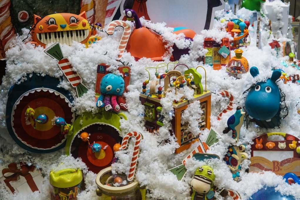 Υπ. Ανάπτυξης: Σε λειτουργία από τη Δευτέρα τα εποχικά καταστήματα με χριστουγεννιάτικα είδη