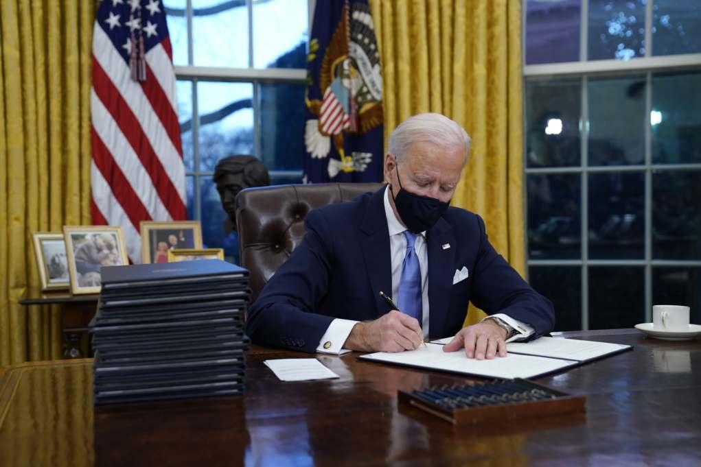 Ο Μπάιντεν έπιασε δουλειά – Αντιστροφή των αποφάσεων Τραμπ – Επιστροφή των ΗΠΑ στη συμφωνία για το κλίμα