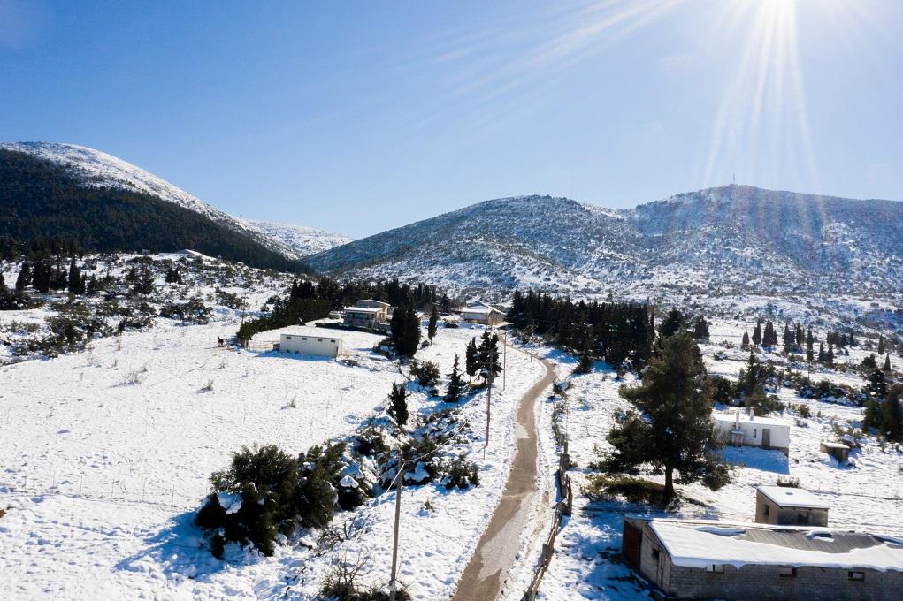 Μισό μέτρο χιόνι στα Γρεβενά – Αντιολισθητικές αλυσίδες σε όλο το δίκτυο της Δ. Μακεδονίας