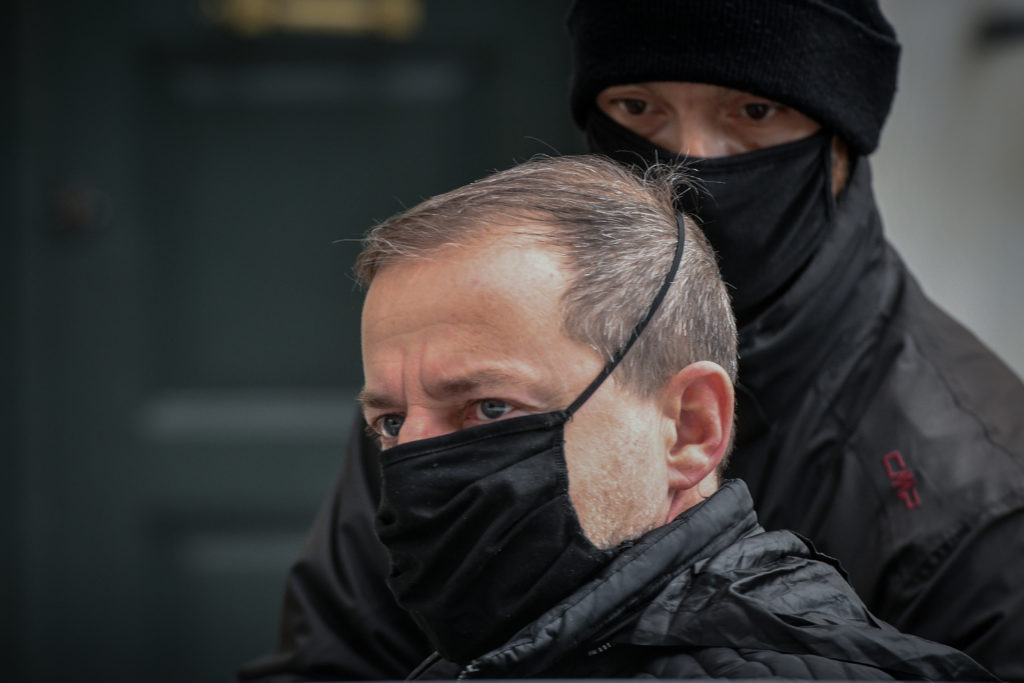 """Ποιες οι κατηγορίες που αρνείται ο Λιγνάδης — """"Καταπέλτης"""" το ένταλμα σύλληψης (video)"""