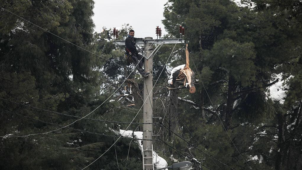 """Διακοπές ρεύματος: 3.500 νοικοκυριά περιμένουν """"φως"""" – ΔΕΗ: 10% η έκπτωση στους λογαριασμούς"""