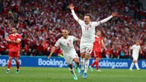 Με εμφατικό τρόπο η Δανία στους «16» κόντρα στην Ουαλία