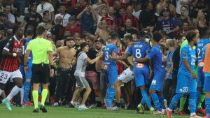 Απίθανο περιστατικό στο Νις-Μαρσέιγ, οπαδοί επιτέθηκαν στους παίκτες (video)